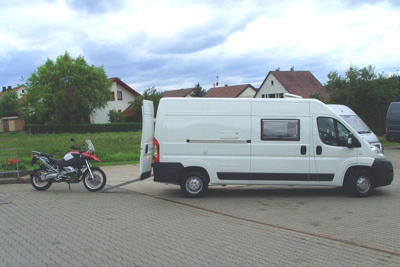wohnmobil motorrad reisemobil motocamper transporter ausbau gro raumtransporter stauraum. Black Bedroom Furniture Sets. Home Design Ideas